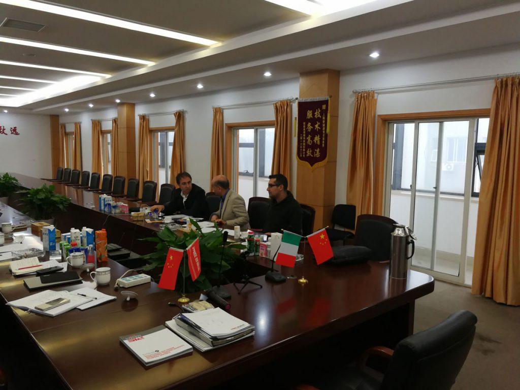 حضور در جلسات متعدد عقد قرارداد و مذاکره با طرف چینی